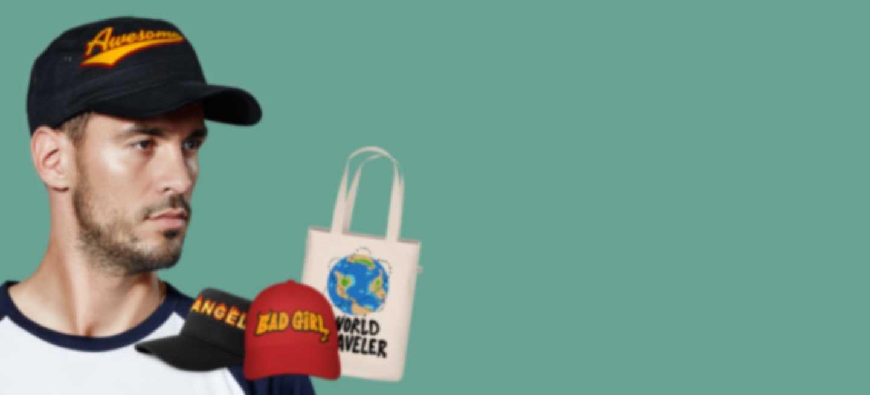 Man draagt een baseball pet met eigen ontwerp
