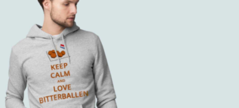 Man in hoodie bedrukt met eigen ontwerp